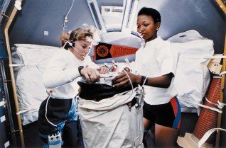 NASA astronaus Dr Jan Davis and Dr Mae Jemison on board of the STS-47 mission